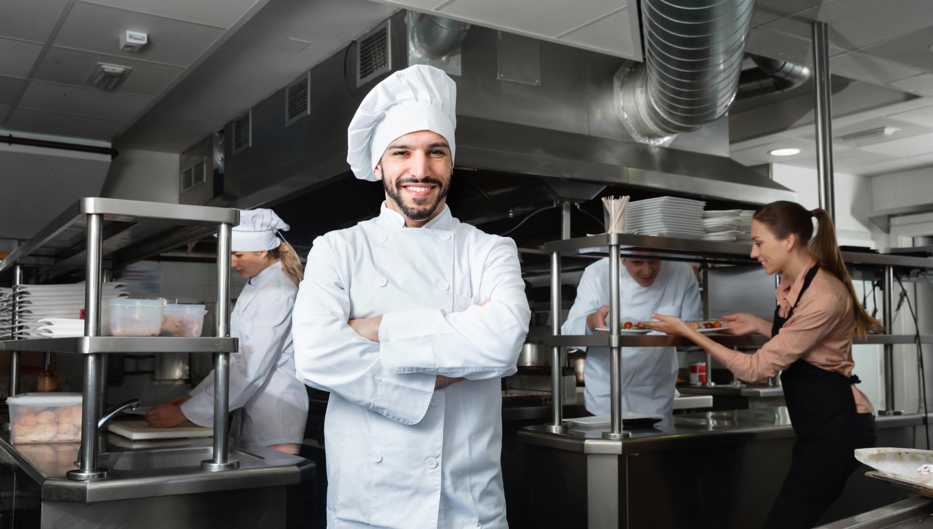 Empregados de cozinha para cafés, restaurantes e hotéis